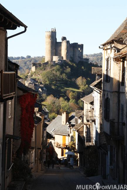 El castillo de Najac se encuentra algo separado del centro del pueblo y deja vistas espectaculares
