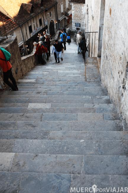 Dada su localización, hay que subir muchas escaleras para moverse por el pueblo