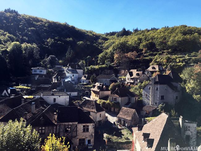 Saint-Cirq-Lapopie se encuentra en un valle muy bonito