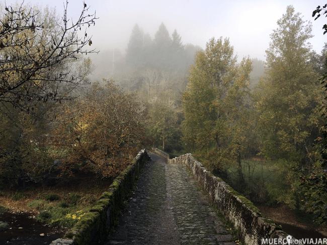 Puente románico sobre el río Dourdou - Conques, Midi-Pyrénées