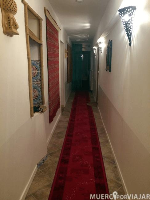 El pasillo para acceder a nuestra habitación, muy bohemio