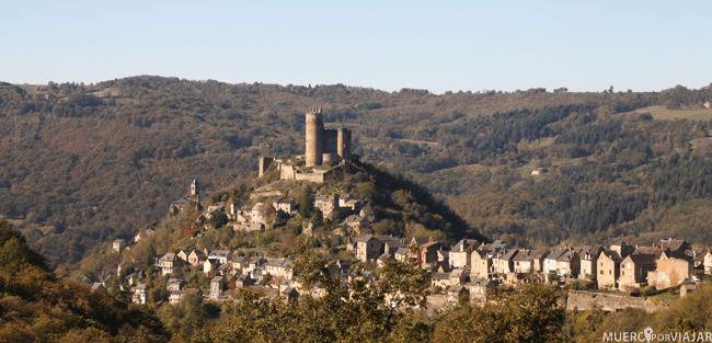 La vista del pueblo de Najac 'colgado' en la montaña