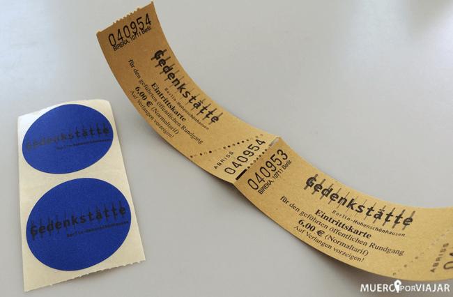 La entrada y la identificación para la visita guiada a la Prisión de la Stasi
