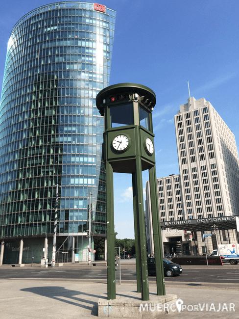 Primer semáforo que funcionó en Europa - Berlín