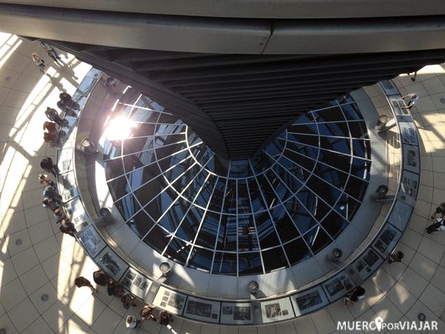Dentro del parlamento se puede acceder a su cúpula y es espectacular