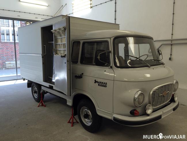 Unos de los camiones camuflados que usaban para encarcelar a los prisioneros. Así podían acercarse sin que la gente se dise cuenta.