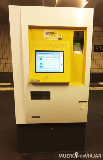 Maquina expendedora de tickets para ir hacia Berlín