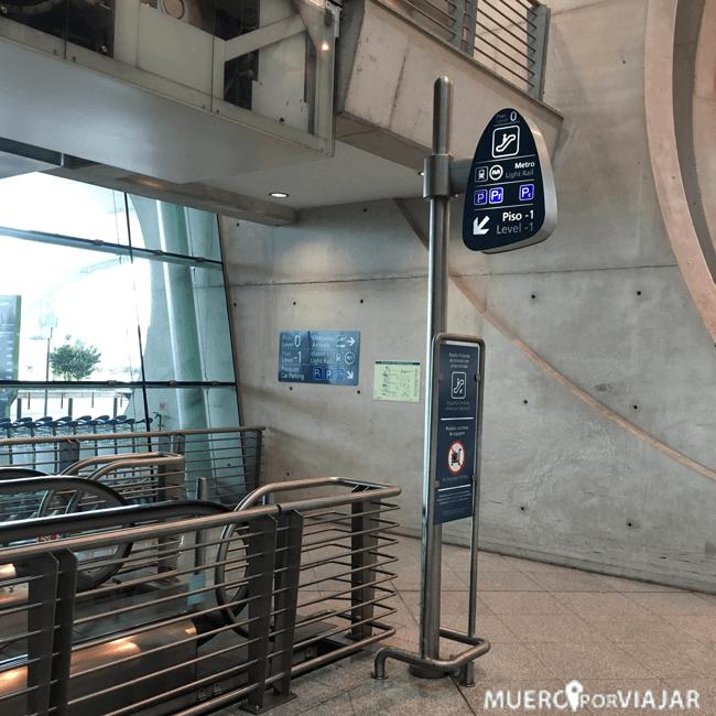 El metro está situado en la planta baja del Aeropuerto de Oporto