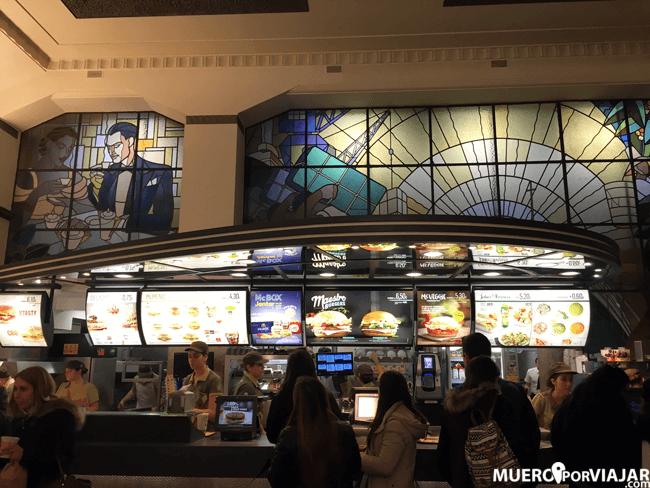 Interior McDonalds de la Avenida de los Aliados