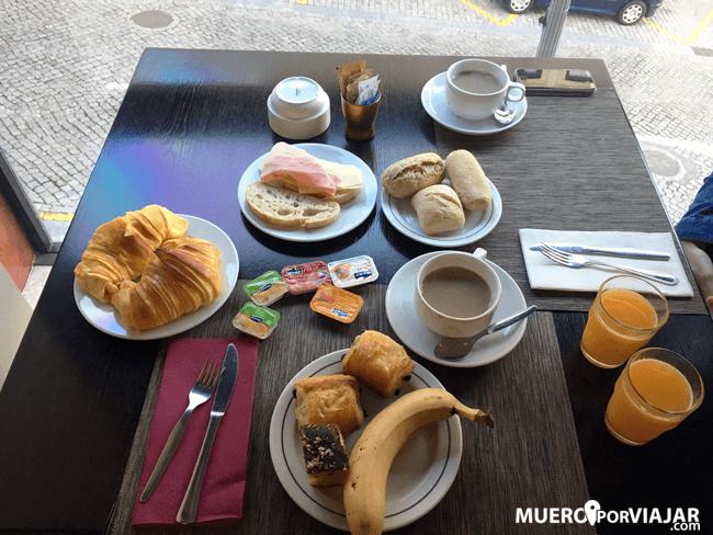 El desayuno algo escaso del hotel Da Bolsa en Oporto