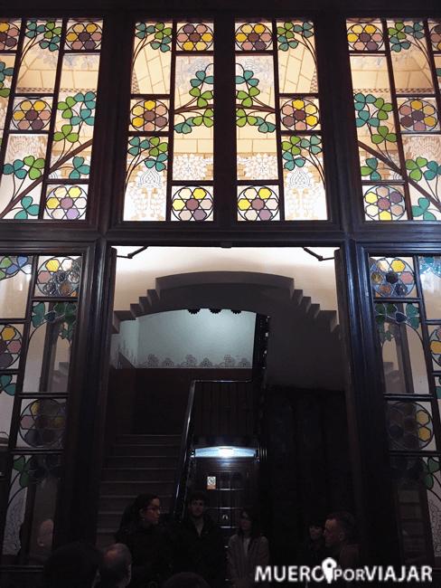 El interior de las porterias de La Casa de les Punxes es muy bonito y muy decorado