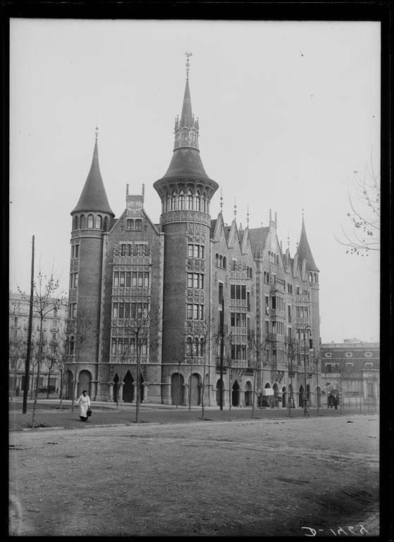 Fotografía histórica de Barcelona y La Casa de les Punxes