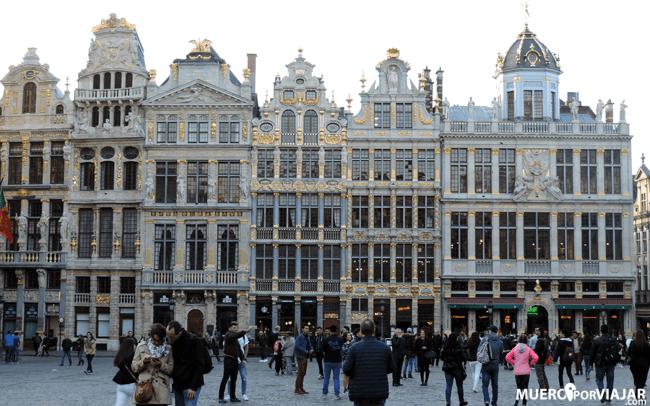 La Grand Place de Bruselas, la parte oeste con los edificios de los gremios adinerados