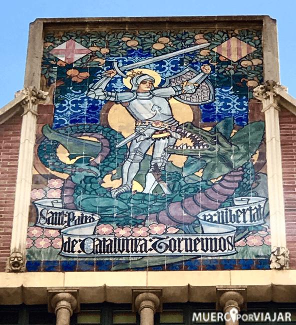 El famosos plafón de Sant Jordi de La casa de les Punxes