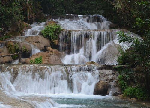 Las bonitas cascadas de Copalitilla y Llano Grande en México