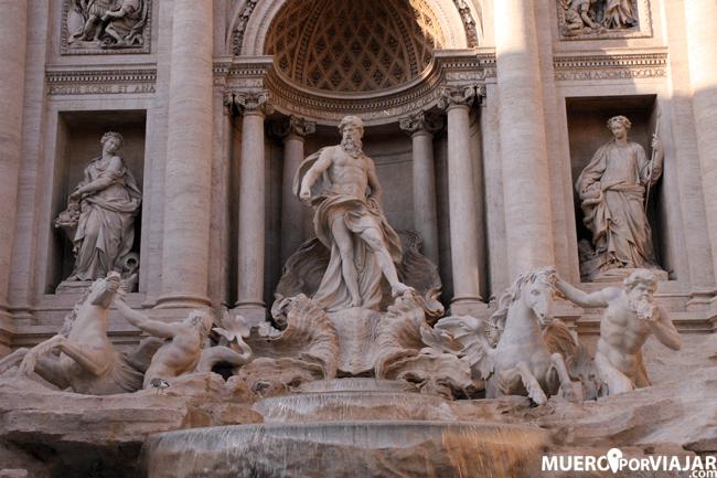 Las esculturas de la Fontana di Trevi en Roma