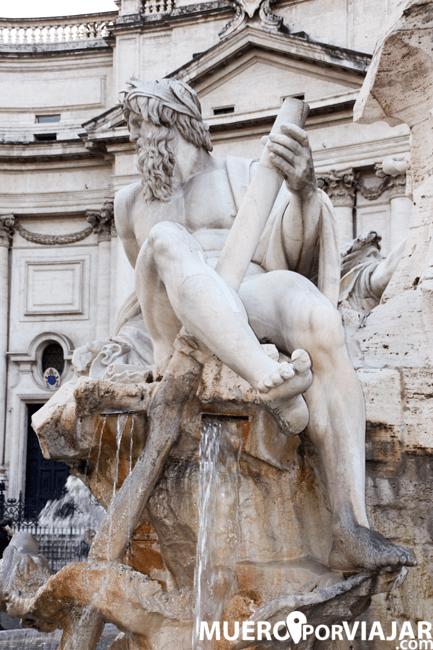 Los decorados y las estatuas de la PiazzaNavona en Roma
