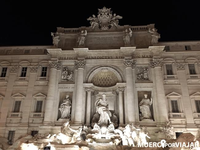 La Fontana di Trevi de noche es tan bonita o incluso más que de día