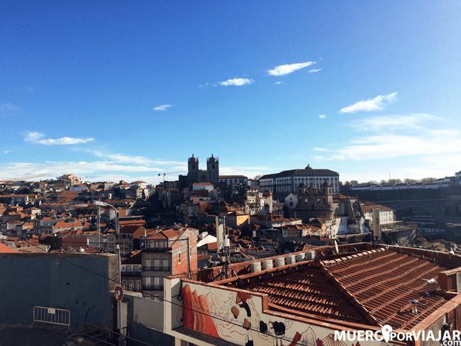 La catedral de Oporto esta situada en el punto más alto de la ciudad