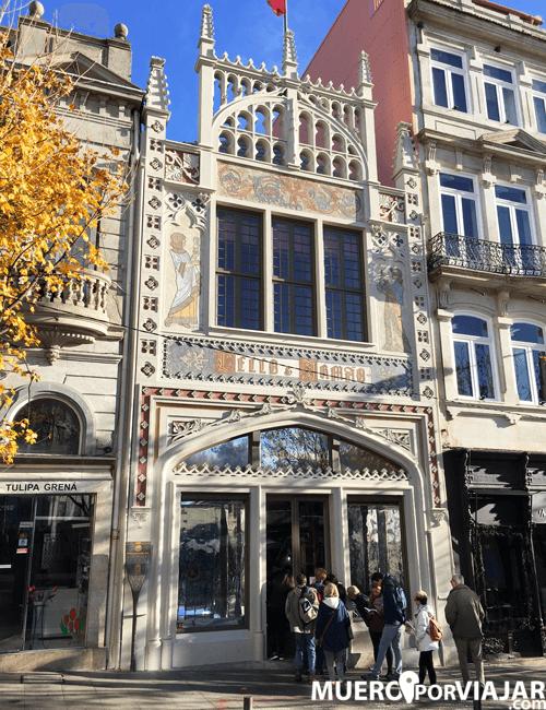 La famosa Libreria Lello e Irmão en Oporto (inspiración de Harry Potter)