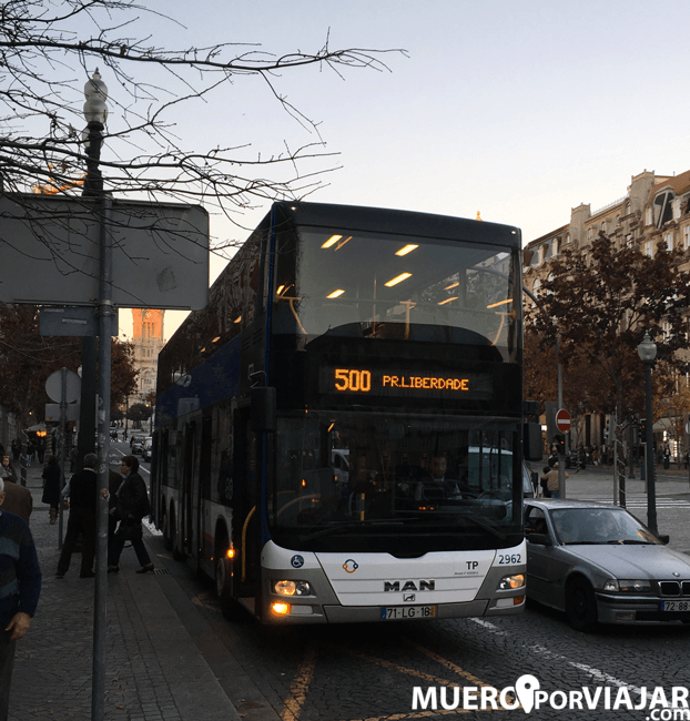 El bus 500 que te lleva a la zona de playa en Oporto