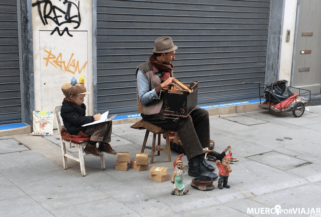 La renovada Rua das Flores es lugar de encuentro para artistas, músicos, escritores...