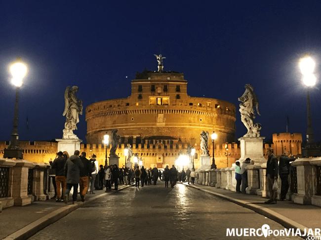 El Ponte de Sant'Angelo iluminado de noches es una preciosidad