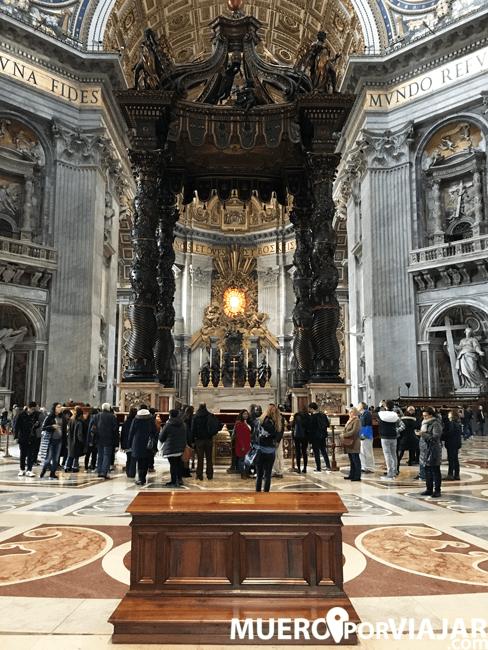 El Baldaquino de San Pedro es una obra del italiano Gian Lorenzo Bernini
