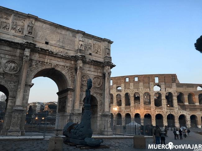 El Coliseo Romano y el Arco de Constantino en Roma