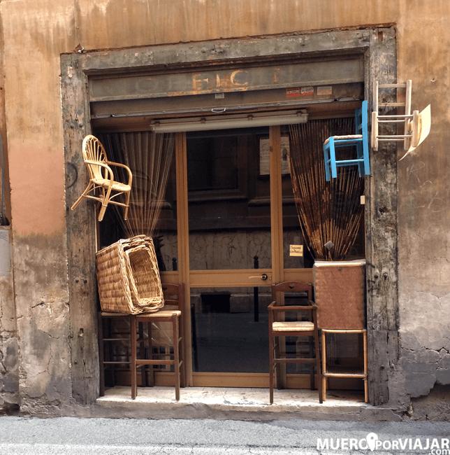 Tienda de sillas muy bonita en Roma