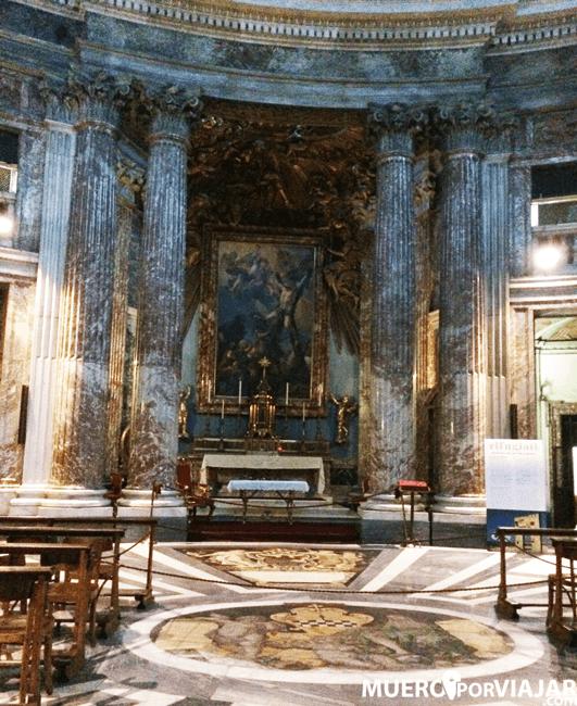El interior de San Andrés del Quirinal en Roma