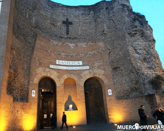Fachada algo atípica de la basílica de Santa Maria degli Angeli e dei Martiri en Roma