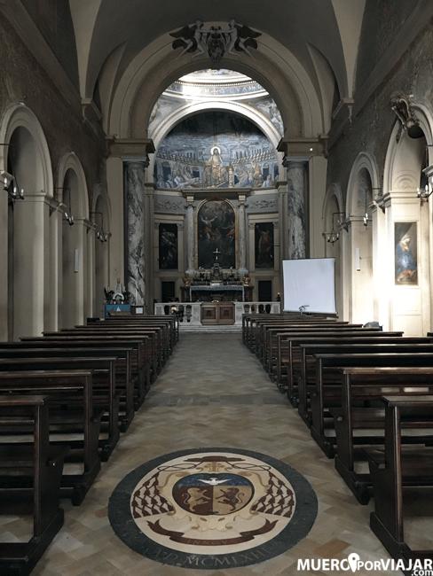 El interior de Santa Pudenziana es muy sencillo pero muy bonito