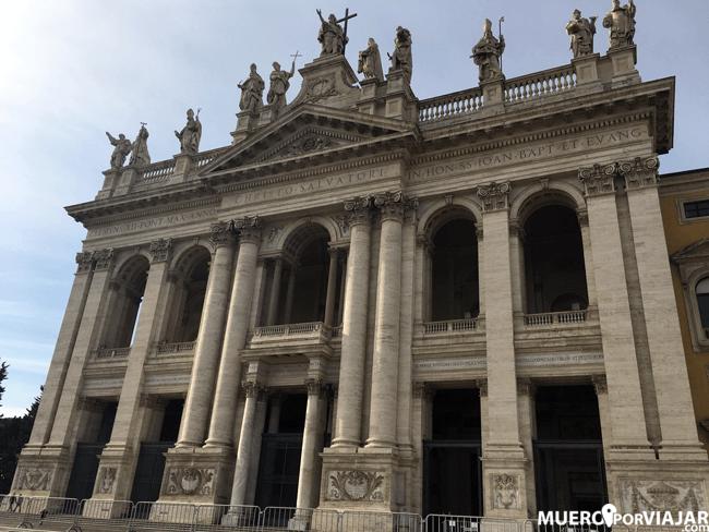 Fachada de la Basilica Giovanni in Laterano en Roma