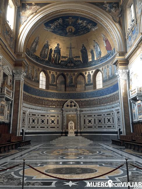 El bonito interior de la Basilica Giovanni in Laterano