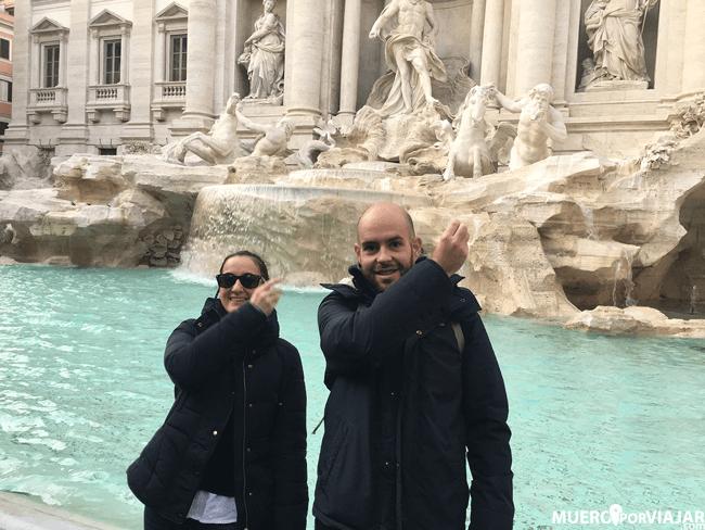 Según la tradición hay que lanzar una moneda por encima del hombro izquierdo para volver a Roma, nosotros lo hicimos en nuestros 2 viajes :)