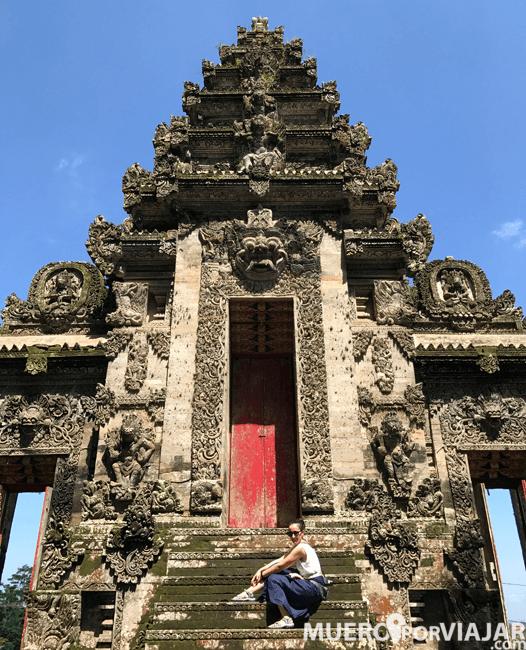 El precioso templo de Pura Kehen en Bali, Indonesia