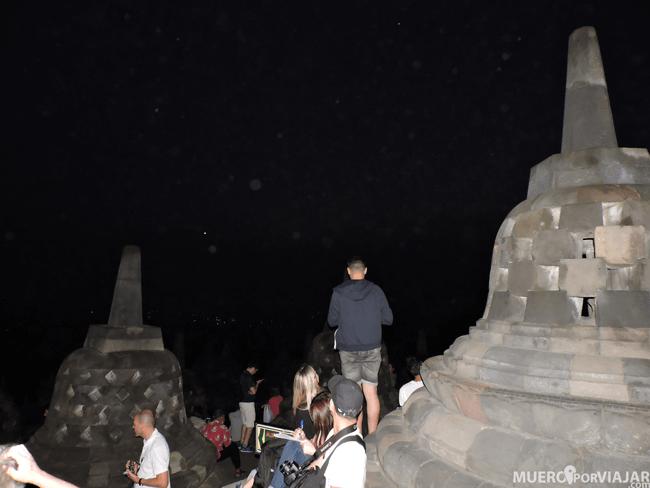 La llegada a Borobudur puede decepcionarte porque hay mucha gente acumulada