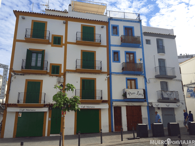 Casas muy coloridas en Dalt Vila en Ibiza