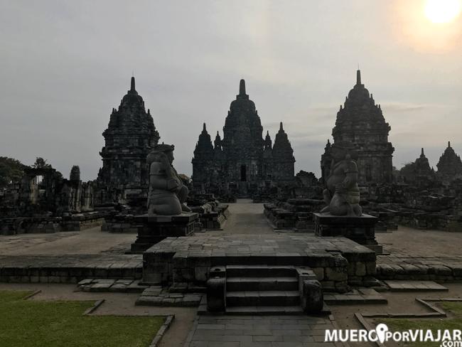Visitar el conjunto de templos hindúes de Prambanan es un imprescindible