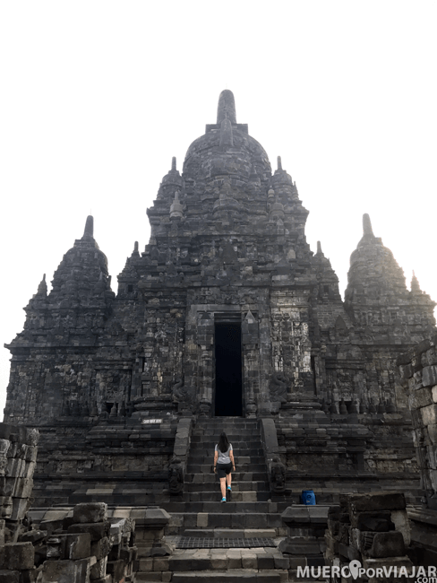 Los templos de Prambanan son impresionantes, en este caso uno muy grande