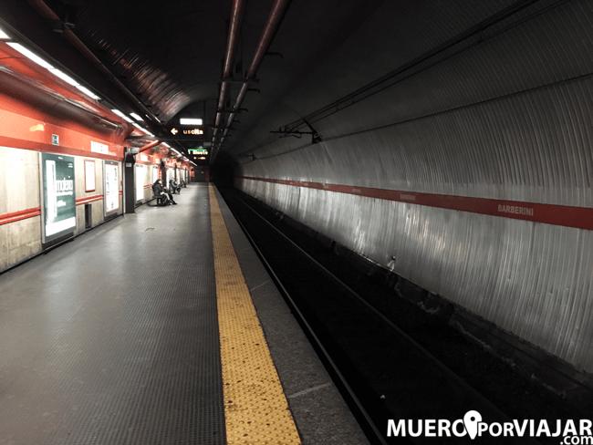 Parada del metro de Roma