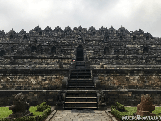 El gran complejo budista de Borobudur