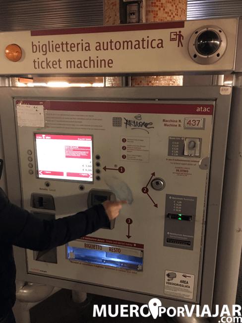 Maquina expendedora de billetes de transporte en Roma