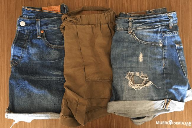 En Indonesia hace buen tiempo, mejor pantalones cortos