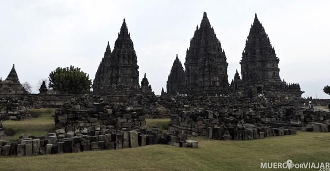 Prambanan es un conjunto de más de 200 templos hindúes situado en Yogyakarta