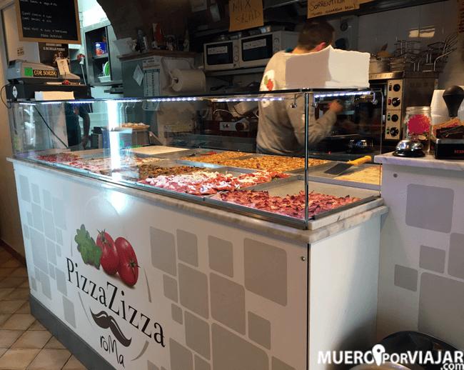 Buenas porciones de Pizza en el restuaurante Pizza Zizza