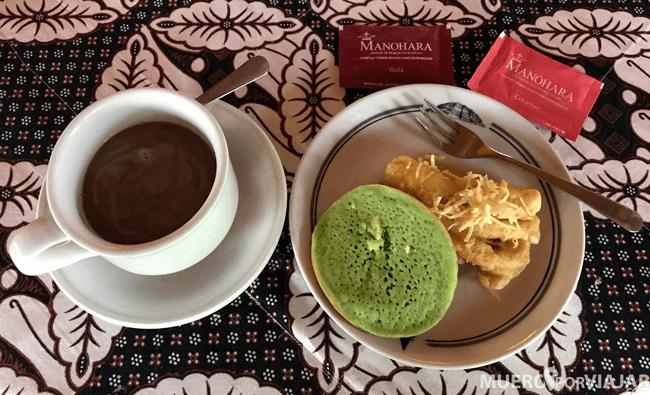 El desayuno, algo escaso, que se incluye en la visita a Borobudur