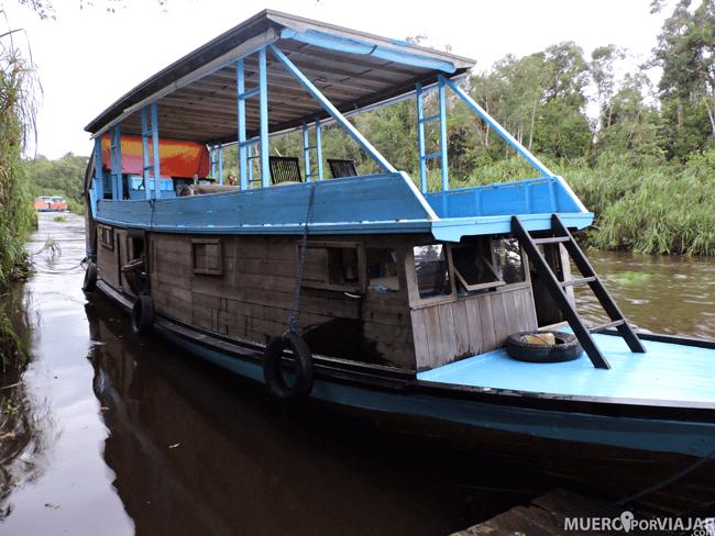 Un Tolok con su cubierta superior donde se alojan los huéspedes y la inferior donde se hacen las tareas de mantenimiento