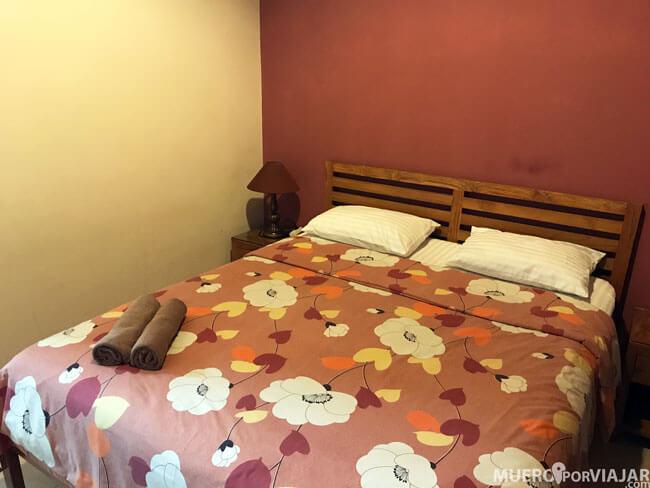 Nuestra habitación en Aloha hotel (Yogyakarta)